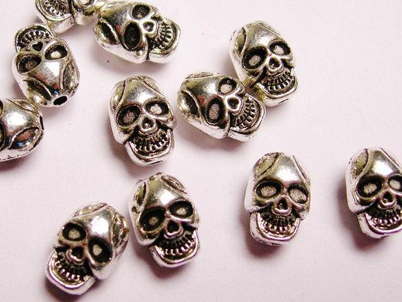 Skull Silver color  beads hypoallergenic- 40 pcs - drill top to bottom