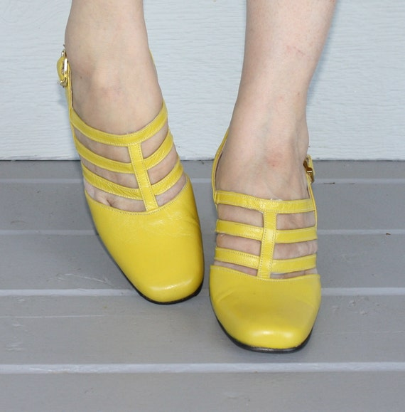 1960s Mary Janes // Yellow Strappy MARY JANES Pumps // FANFARES // Size 6