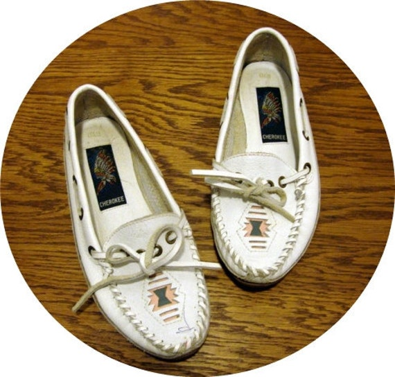 Size 6.5  7  White CHEROKEE Loafers Shoes