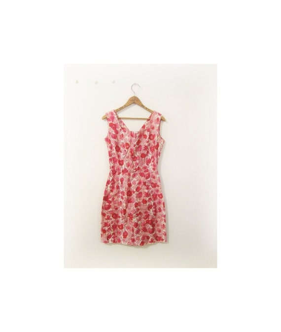 happy holiday SALE . . . 1940s-1950s FLORAL cotton wiggle dress