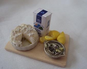 DOLLS HOUSE MINIATURES  - Lemon meringue set