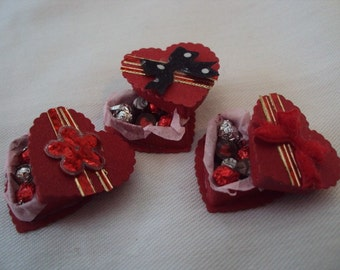 Dolls House Miniatures - Heart shaped Box of Chocolates x1 - Valentines