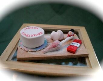 DOLLS HOUSE MINIATURES - Icing the Christmas Cake set