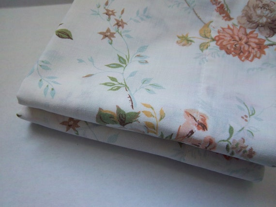 Vintage Pillowcase Set Roses on a Light Cream Background Standard Size