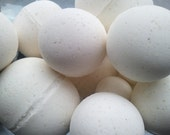 14 bath bombs in Oatmeal, Milk & Honey fragrance, gift bag bath fizzies, great for kids...these smell delicious