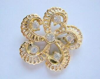 Vintage Lovely Gold Tone Flower Brooch with Diamond Rhinestones