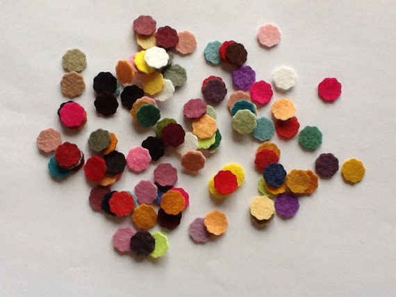 Wool Felt Scalloped Circles 100 - 1/2 inch Random Colored. 942