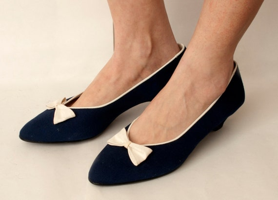 Size 8.5 Dark Blue  pumps cute White bow NOS VIntage
