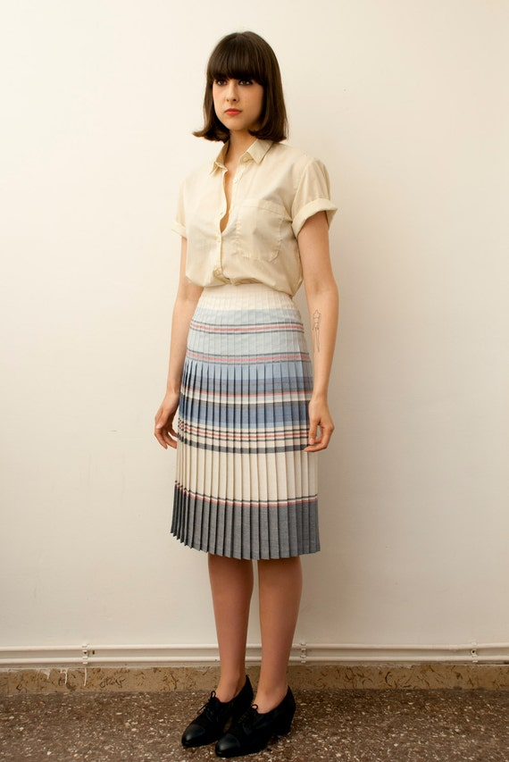 Size M / L NOs vintage long pleated skirt striped cream white pale blue and pink