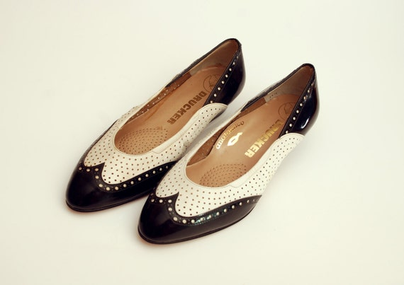 Size 5 Black and white brogue skimmer shoes NOS vintage