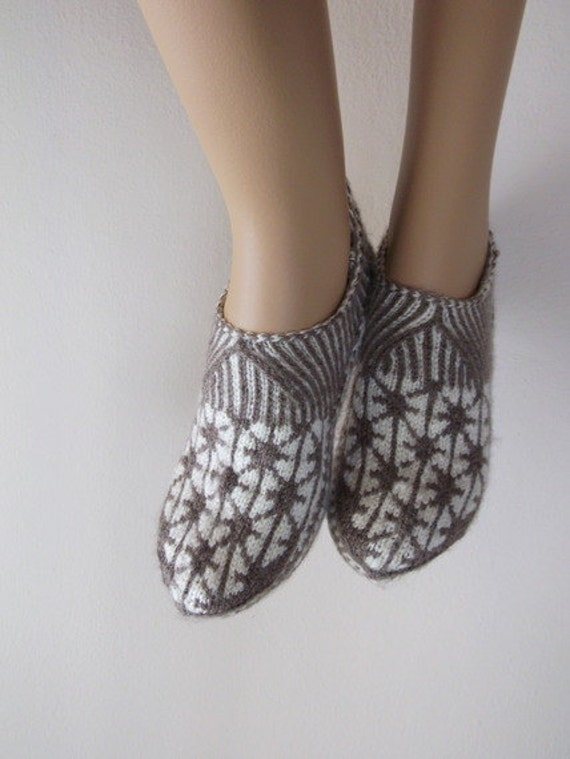 Hand knit women house slipper-Traditional Turkish Design-Home Slippers-womens crochet shoe-Your choice of color