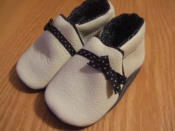 ON SALE cream and black baby girl leather shoes 18-24 months