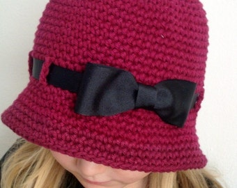 Brimmed hat for girl, burgundy color with black ribbon and bow