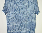 T-Shirt men's medium blue white aqua Mokume Shibori dyed cotton