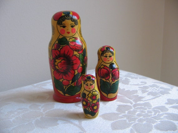 Vintage Matryoshka Nesting Dolls Russian Babushka Dolls Set of 3, Russian Folk Art