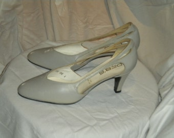 NOS Vintage 60s / 70s Shoes in Dove Grey By Deb's Couture, France