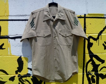 Vintage Tan Army Shirt Short-Sleeve Button-Down Shirt with Shoulder Patches Men's Medium / Large
