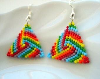 Triangle Peyote Earrings in Rainbow, Beadwoven Triangle Earrings in Rainbow Colors, Geometric Earrings, Seed Bead Earrings, Handmade Jewelry