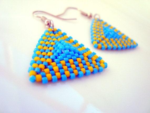 Peyote Triangle Earrings, Turquoise Beadwoven Triangle Earrings in Blue and Yellow, Geometric Earrings, Handmade Modern Jewelry