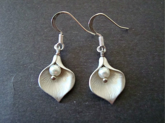 Silver Calla Lily Earrings, Calla Lily and Swarovski Pearls Earrings - Also Available in Gold, Bridal, Wedding Jewelry, Bridesmaid Gift