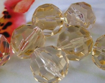 Vintage Lucite 22mm Light Colorado Topaz Faceted Beads (8)