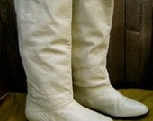 Vintage slouchy flat ivory boots size 6