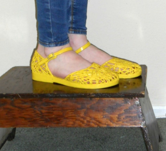 vintage shoes 80s yellow jellies flat jelly by vintagefriends
