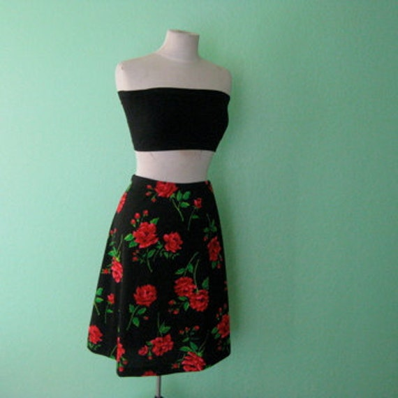 EVERYTHING 15 SALE 80s skirt - high waisted black and red vintage rose skirt - size large