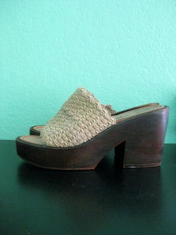 80s platforms - tan macrame sandals - size 8