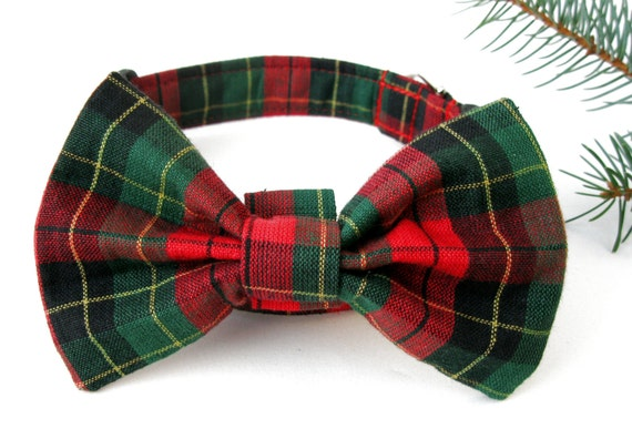 Shop Red and Green Striped Bow Ties at discount prices. These Men's Red and Green Striped Bow Ties are pre-tied with an adjustable band collar.
