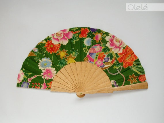 Spanish hand fan - Japanese blossoms green