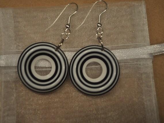 Black and White GO-GO earrings  Resin light Weight under 5 dollars