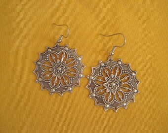 How big do you like your silver earrings (Style #257)