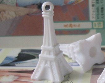 5pcs of Eiffel Tower Acrylic Pendants, White