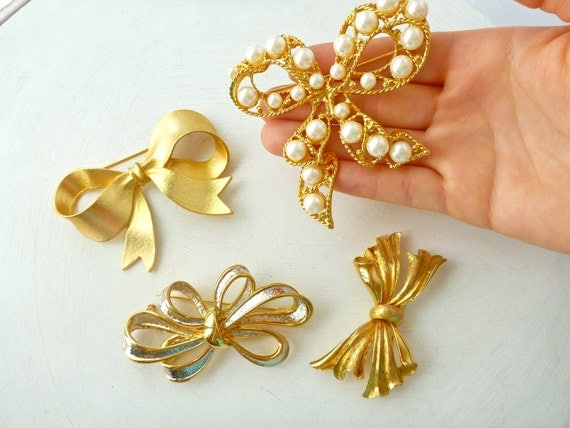 LOT of 4 Vtg. Gold Tone Bow Brooches- 90s, Glam, Statement Jewelry