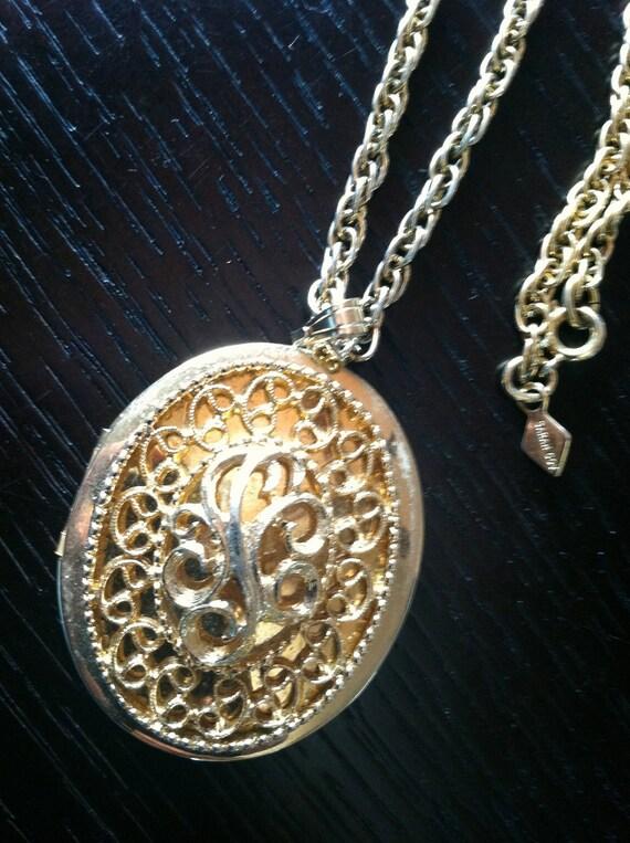SARAH COV signed 60s Locket Photo Pendant Chain Necklace Vintage Jewelry artedellamoda