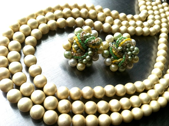 SET of 2 JAPAN signed marked Clip on Earrings Pearls Green Yellow Multi Strands Necklace Simulated Pearls Vintage Jewelry artedellamoda