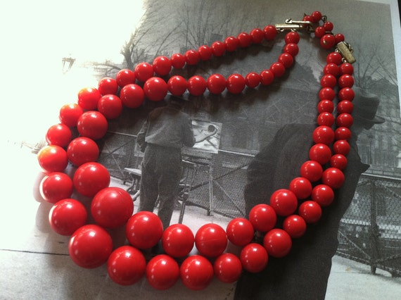 CORO Red Plastic Beads Double Strands RETRO Necklace Designer Vintage Jewelry artedellamoda