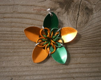 Everlasting Flower pendent in Emerald and orange