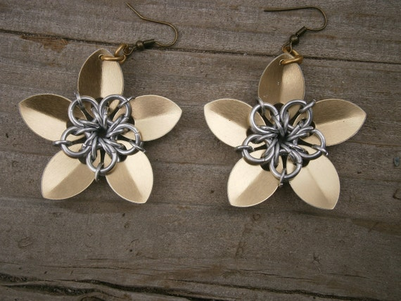 Everlasting Flower earrings in gold and silver