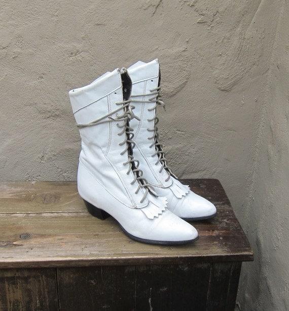 Vintage White Leather Lacer Granny Pixie Boots w/Kilt Detail Ladies Size 7