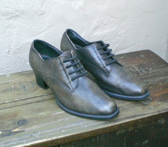 SALE Vintage Distressed Black Grey Leather Elastic Lace Heeled Brogue Oxfords Size 8B Dead Stock Condition