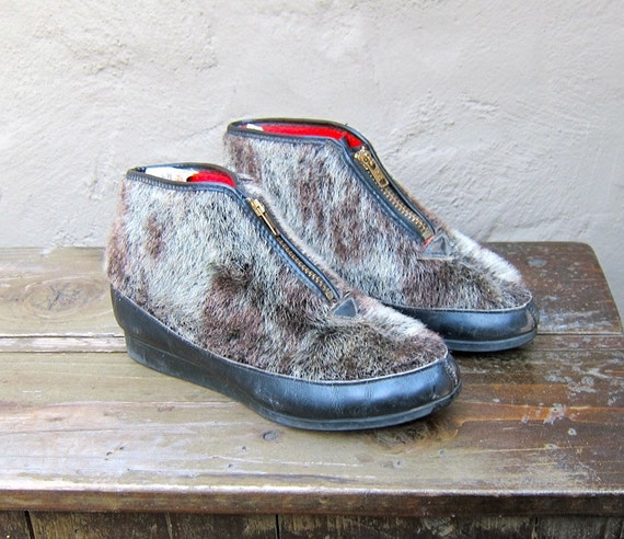 SALE Vintage Brown Grey Faux Fur Vegan Booties w/Red Faux Shearling Lining Size 5