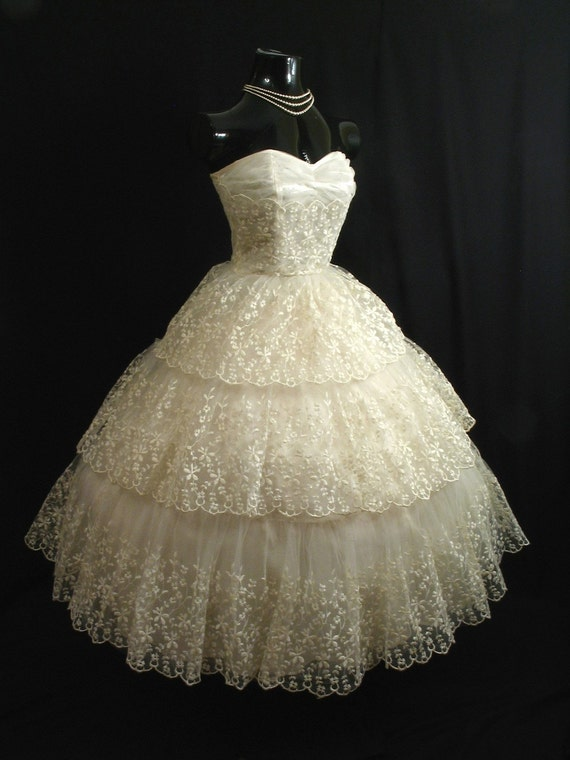 Reserved Vintage 50s 1950's STRAPLESS Ivory Chantilly Lace Chiffon Tulle Party Prom Wedding Dress Gown