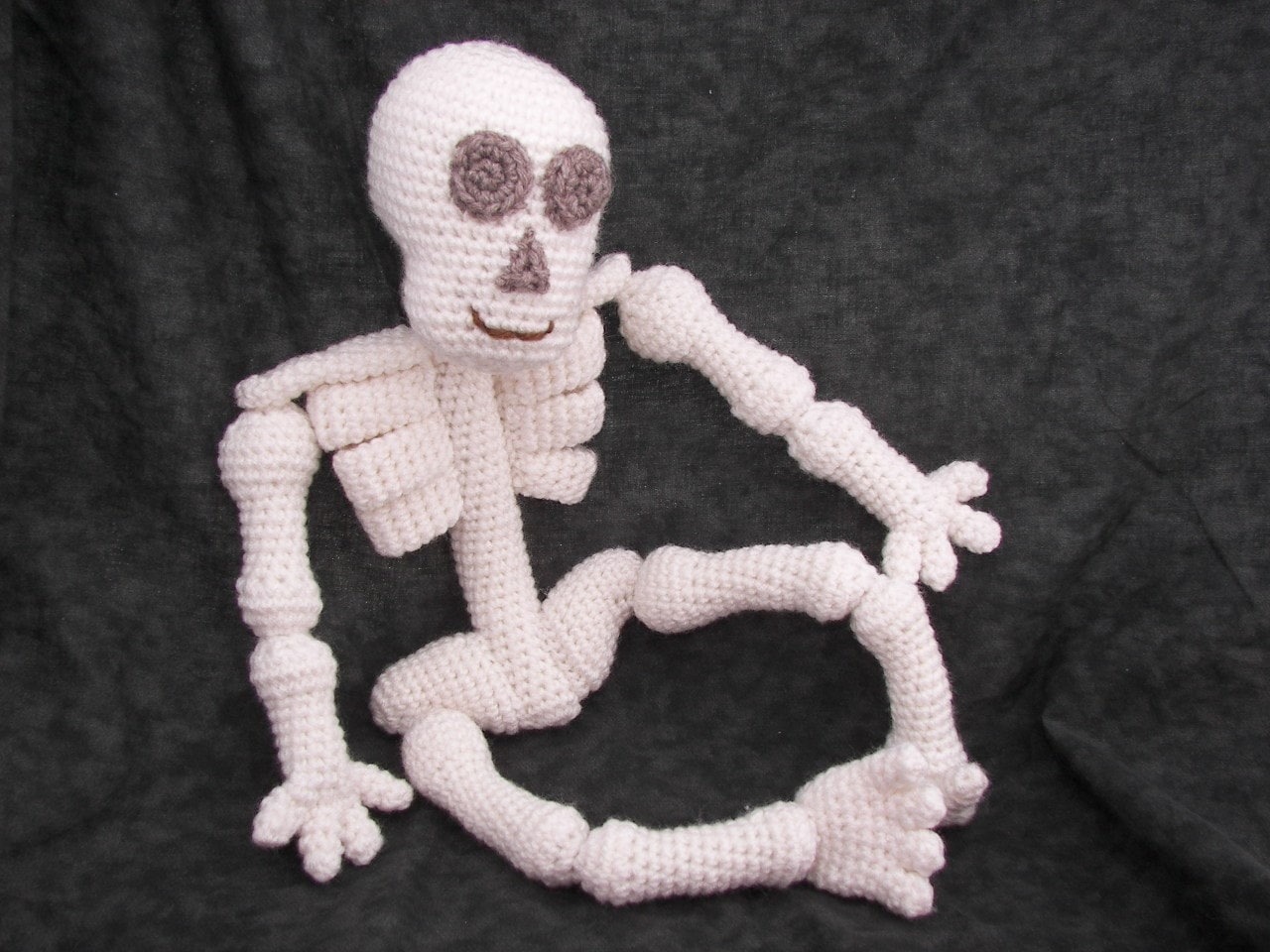 Amigurumi Wire Skeleton : Knobby Knees Skeleton Crochet Pattern