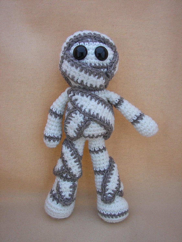 mumford mummy crochet amigurumi pattern by craftydebdesigns