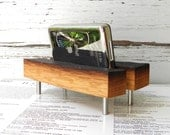 reclaimed ipod / iphone dock