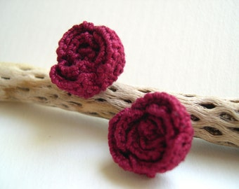 Baccara red rose earrings - Red rose earrings - girlfriend gift idea - Crochet Rose Earrings - flower earrings - Marykcreation - Baccara