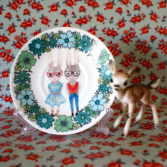 Lovely Little Hipsters On Green 70s Floral Vintage Illustrated Plate