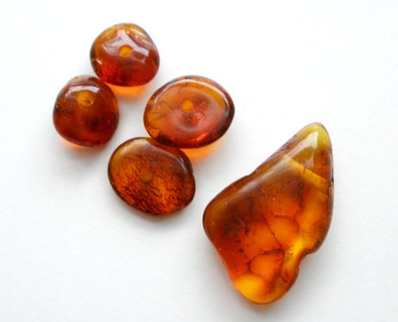 4 beads & 1 pendant from natural Baltic amber